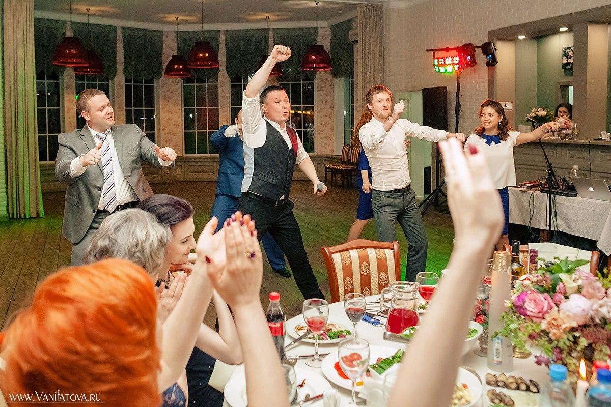 Ведущая для поздравления на свадьбе 420