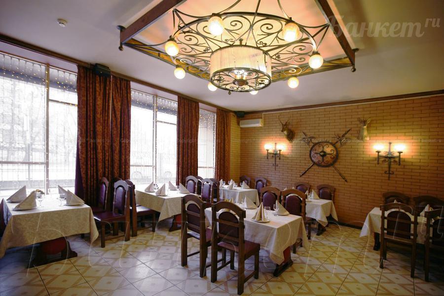 Стол был прекрасен , белоснежные скатерти, красивая сервировка, ирина посоветовала ,как украсить зал александру отдельное спасибо.
